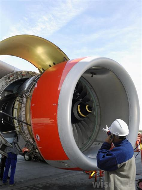 What does an Aircraft Mechanic do? (with pictures)