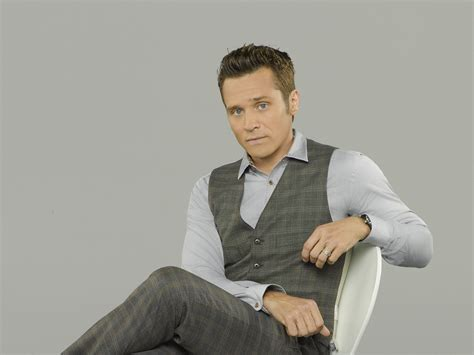 Castle: Seamus Dever, Supporting Cast Signed for Season