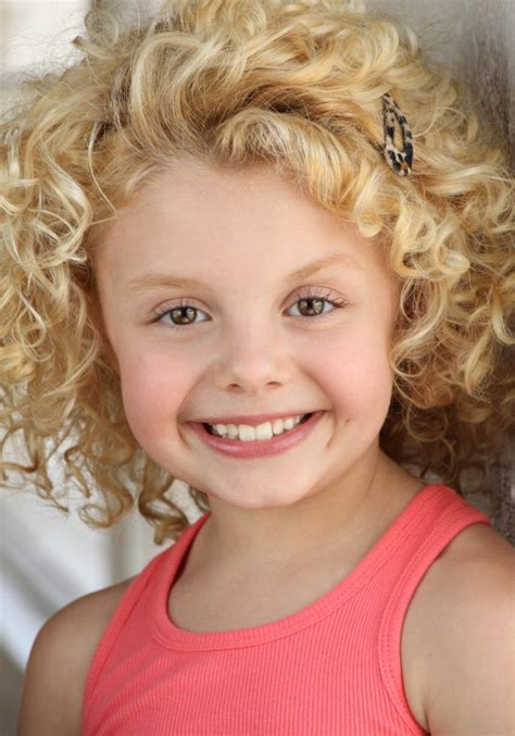 All about celebrity Mallory James Mahoney! Watch list of