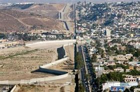 US-Mexico Border Wall Would be 'Disgraceful' - Fox